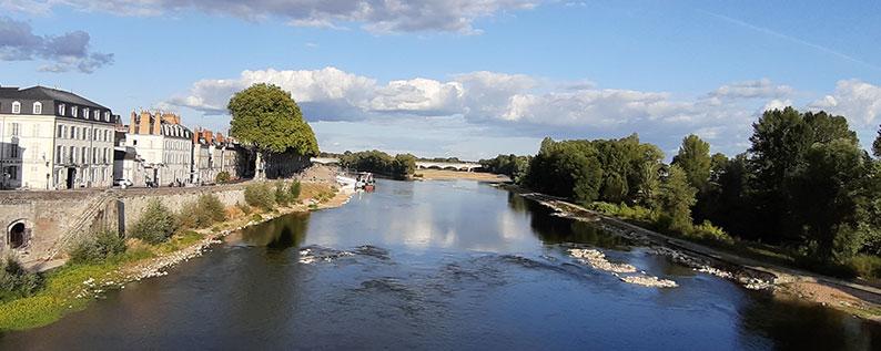 La Loire au plus bas face à l'Empreinte Hôtel